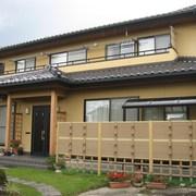 四方に下屋作りの2階建てで、どっしりとした和風作りのお住まい施工例写真